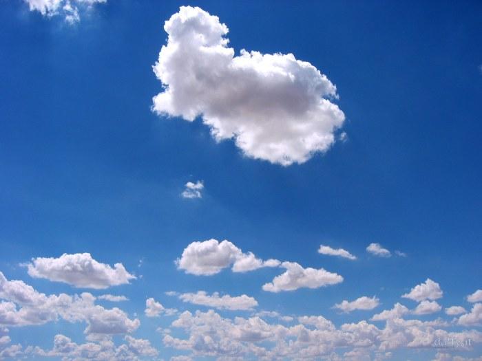 El azul del cielo, en la soleada mañana dominical, produce en nosotros una suprema alegría