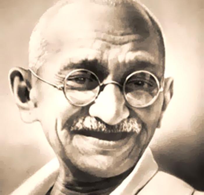 """Mahatma Gandhi: """"Aquel que ve a Dios en su prójimo, no necesita buscar más"""""""
