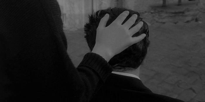 ...es su muda y sumisa manera de perdonarlo...