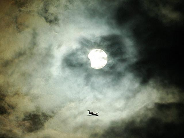 No hay eclipse que oculte al instante presente