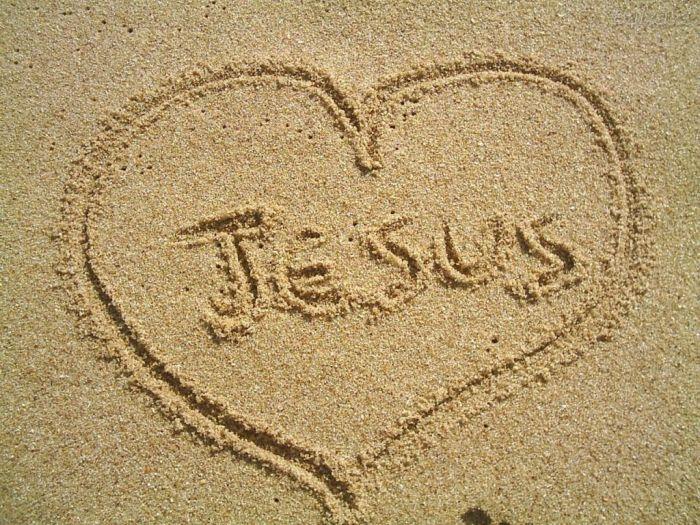 Jesús no fundó iglesias ni religiones: tan sólo predicó el Reino...