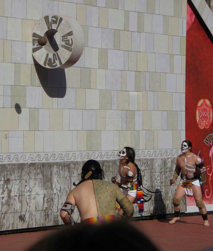 El antiguo pok-ta-pok, juego de pelota maya que reflejaba el cósmico equilibrio entre el Orden y el Caos