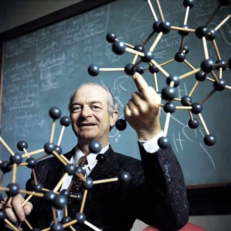 dr  linus pauling Pauling: El científico que hizo que entendiéramos la química en lugar de memorizarla.