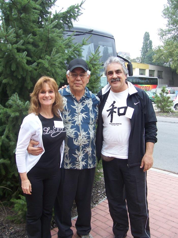 Hugo Lobato, Lydia Modelis junto al Dr. IHALEAKALA HEW LEN